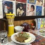 びいどろ - バナナ入り冷風麺1,000円…西城秀樹さんに見つめられながらいただきます♪