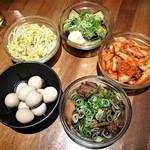 89415085 - もやしナムル、白菜キムチ、ナスの揚げ浸し、うずらのうま煮、ひねぽん