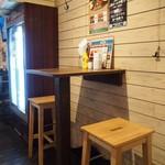ハングリーヘブン - 店内(2人掛けテーブル席)