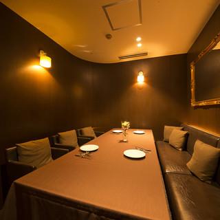 テーブル席、ソファー席、限定1室の特別個室もご用意!