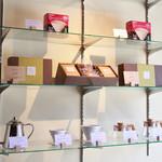 Forest Coffee Roasters - 豆と焼菓子のギフトセットも販売しています