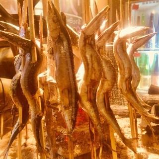 ワイルドだけど、これが実に美味い「原始焼き」で魚を食らう!