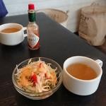 ランチョ・エルパソ - セットのスープとサラダ