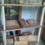8943405 - 和菓子で使われてた木型がディスプレイ♪
