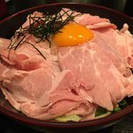 89431785 - 「ローストポーク丼 そばセット」1000円のローストポーク丼