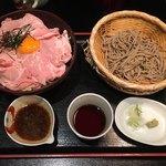 89431789 - 「ローストポーク丼 そばセット」1000円