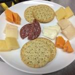 麻屋 - お得なチーズ盛り合わせ