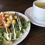 89432606 - サラダとスープ