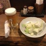 89434829 - おしぼり・キャベツ                       生ビール(中)¥500
