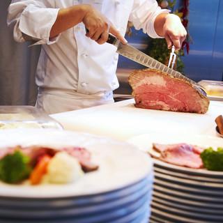 大人気のローストビーフは「グランカフェ」の定番です!