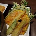 香川 一福 - 野菜天ぷら盛り合わせ     ¥300