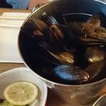 トルナド - ムール貝ワイン蒸しバケツ盛