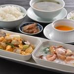 竹園ランチ人気No.1!週前半・後半で2つの主菜が楽しめる「ハーフセット」