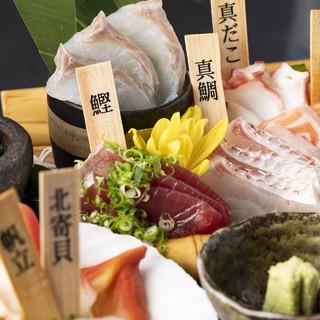 豪華な鮮魚の盛り合わせは驚きのコスパで大好評◎