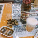 せきや商店 - 料理写真:キリンラガー 大瓶(350円)、ナス炒め(130円)、さんまの塩焼き缶(135円)