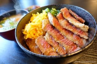 めしのやまいち - 2018年4月 あか牛ステーキ丼【だんご汁付きで1700円】肉固い(-_-)