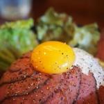 クワイ - 料理写真:ローストビーフ丼アップその2