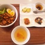 縁泉 - 台湾定番定食 魯肉飯