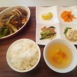 縁泉 - 本日の日替り 鶏の黒コショーソース
