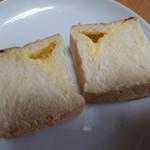 パン香房 ベル・フルール - クリームパン(240円) 断面