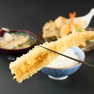 お腹も心も満たされる、粋で豪快で手頃な『天ぷらめし』
