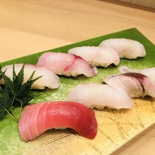旬の魅力をたっぷり詰め込んだ、地魚満喫コースは3種類。