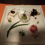 自然派ペンションパンプキン - 料理写真:初日晩ごはん。 プレートの各々の料理は和食ミャけど、盛り付けで別の国の料理のようミャ。