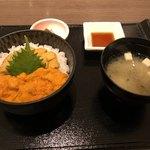 函館うに むらかみ - 食べ比べ丼〜バフン、ムラサキ海胆 5,616円