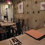 鉄板 ニシムラ - オサレで清潔な店内