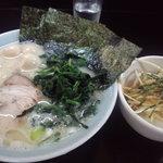 8947538 - ラーメン大塩、卵・蓮草トッピング、葱ご飯、麺固め