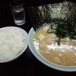 8947539 - ラーメン、卵・蓮草トッピング、ご飯、麺固め