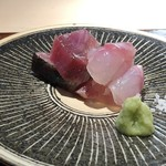 89473018 - 甘鯛(昆布〆)と鰹のお造り・・甘鯛は〆加減もよく旨みを感じますし、やいと鰹も美味しい。