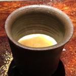 菊鮨 - 毛蟹入り茶碗蒸し、上にはコノワタ・・お酒がすすむ茶碗蒸しですね。呑めないのが残念。