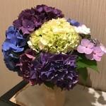 89480150 - 店内には紫陽花が沢山飾られていました。