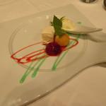 フェリス - ーPostreー 冷たいデザート3種 ミロのデッサン風 画