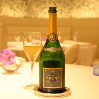 シャンパン「ドゥッツ」タテルヨシノオリジナルエチケット