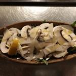 CAY - ジャンボマッシュルームとルッコラセルバチカのサラダ