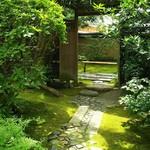 89493265 - お庭への門