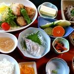 実乃花 - 料理写真:夜の御膳はこんなに品数豊富!