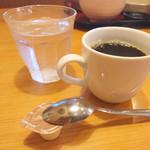 まるさ水産 - 食後にセルフのコーヒー