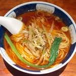 支那麺 はしご - 搾菜麺(¥700)。ザーサイと豚挽肉の炒めを乗せた、シンプルな醤油ラーメン。澄み切ったスープが印象的