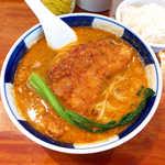 支那麺 はしご - 排骨担々麺(¥1000)。豚肉唐揚げが乗ったパワー系メニューだが、上品なスープとあいまって、するっと食べられる