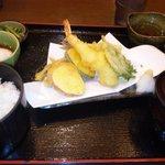 食事処 旬菜亭 - 2011/08 天婦羅定食 750円 海老、きす、茄子など五種類の揚げたてのサクサク天婦羅