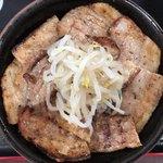 ぶたや - 焼ぶた丼(中) 650円