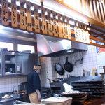 勇  - カウンター席からは料理場がよく見えます