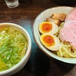 89522730 - 塩特製つけ麺(小盛り50円引き)