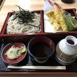 ふじみ庵 - 料理写真:天ざるです。海老天が大振りで美味しかったです。