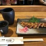でん助 - 一品物から、明石産焼き穴子1400円と、菊正常温500円です(2018.7.20)