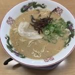 博多金龍 - ランチセット! 豚骨ラーメンと半チャーハン! 600円!