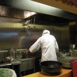 釜あげうどん はつとみ - うどんの調理はご主人1人が行います。